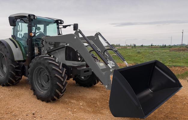 Godet agricole économique Riman CCMA sur tracteur chargeur frontal