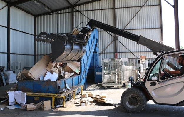 Godet machoire multifonction spécial déchets cartonnés Riman
