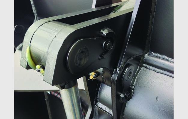 Articulation protégée par des bagues d'usure avec graisseur
