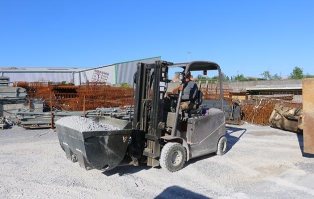 Godet hydraulique pour vendeur de matériau sur chariot - Riman